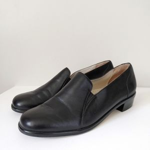 Trotters Leather Slip on Loafer Shoes Heel Size 6.5